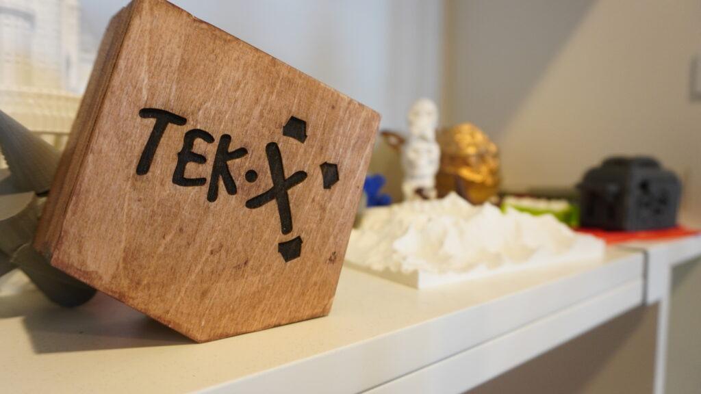TekX logo på træ
